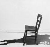 Упражнение для снятия эмоционального напряжения — техника со стулом.